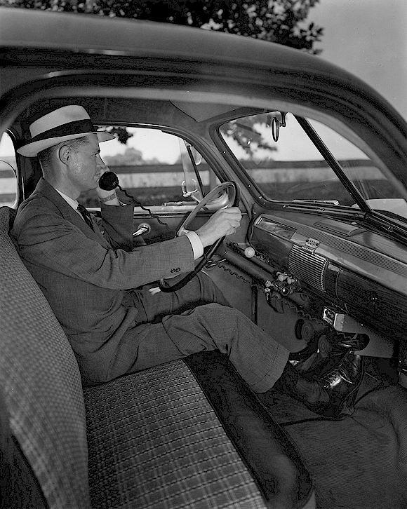 pierwszy telefon w aucie